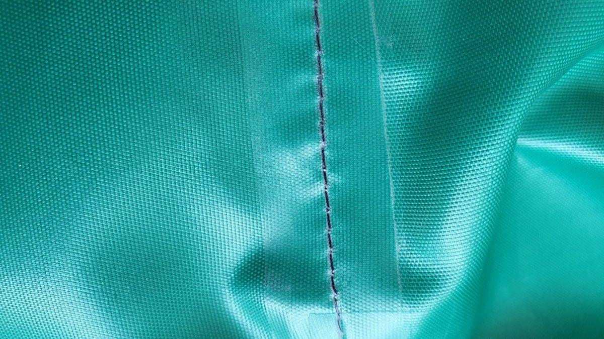Combinezon impermeabil cusaturi sigilate, material fas poliester, cu fermoar, gluga si elastice, avizat – XL