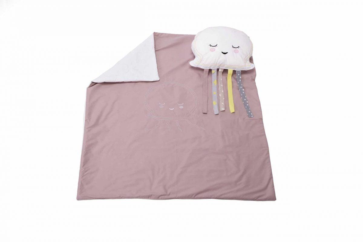 Set păturică 100×110 cm brodată + pernă Meduza Roz