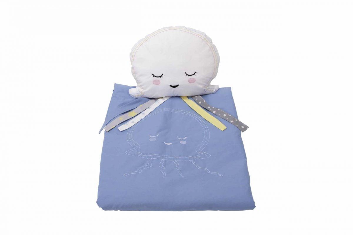 Set păturică 100×110 cm brodată + pernă Meduza Albastru
